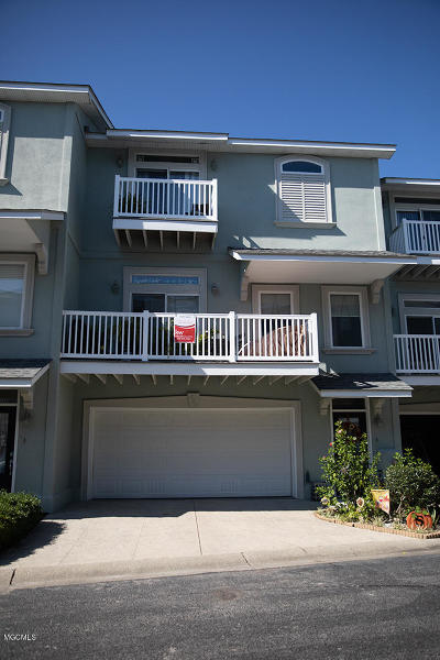 Long Beach Condo/Townhouse For Sale: 723 W Beach Blvd #723