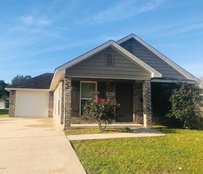 Long Beach Single Family Home For Sale: 215 Lantana Blvd
