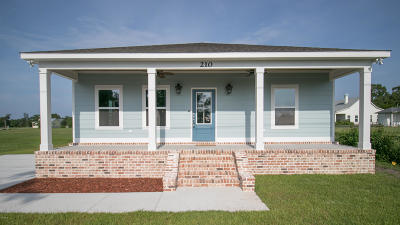 Long Beach Single Family Home For Sale: 210 Oak Gardens Ave