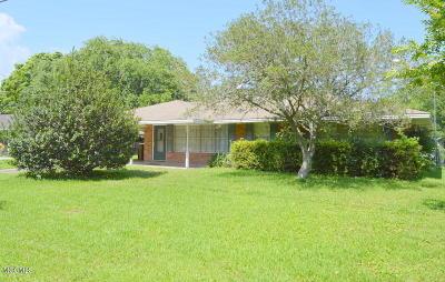 Long Beach Single Family Home For Sale: 107 East Avenue