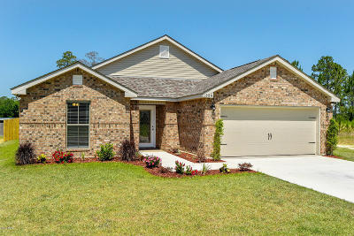 Gulfport Single Family Home For Sale: 11359 Crystal Lake Dr