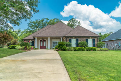 Long Beach Single Family Home For Sale: 123 Belle Terre Ct