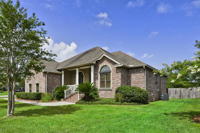Long Beach Single Family Home For Sale: 128 Belle Terre Ct