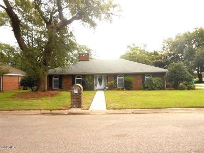 Gulfport Single Family Home For Sale: 52 Greenbriar Dr