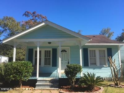Long Beach Single Family Home For Sale: 613 Gardendale Ave