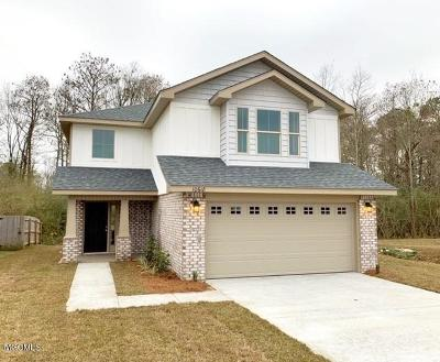 Gulfport Single Family Home For Sale: 18 Roundhill Dr