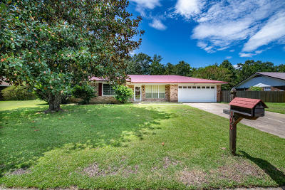 Long Beach Single Family Home For Sale: 105 Kuyrkendall Pl