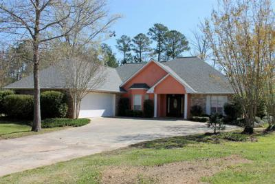 Single Family Home Sold: 138 McMinn Cir