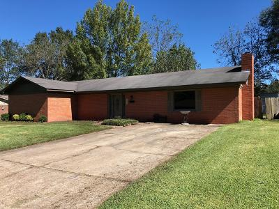 Single Family Home Sold: 122 Chickasaw Dr.