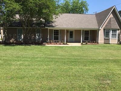 Louisville Single Family Home For Sale: 30 Pecan Dr