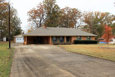 Single Family Home For Sale: 449 McMinn Cir