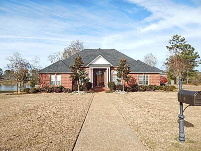 Columbia Single Family Home For Sale: 111 Bellewood Blvd.