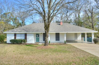 Single Family Home For Sale: 110 Rhodes