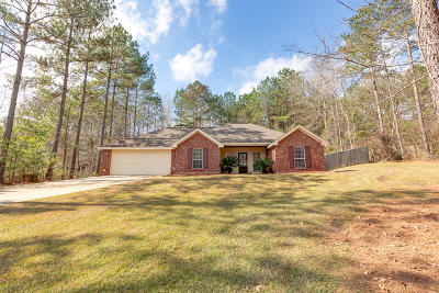 Single Family Home For Sale: 202 Holly Cir.
