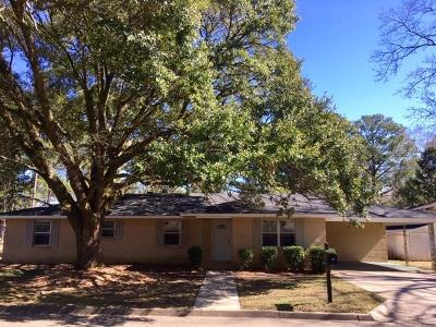 Columbia Single Family Home For Sale: 1200 Meadowood Dr.