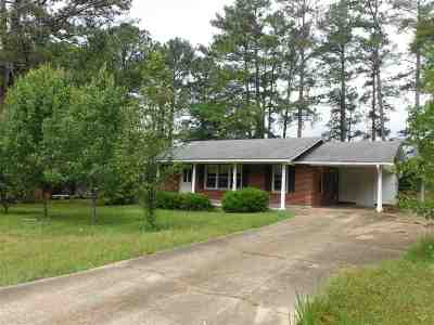Carthage MS Single Family Home For Sale: $105,000