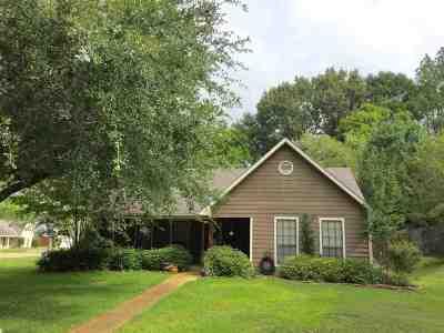 Madison Single Family Home For Sale: 600 Live Oak Dr