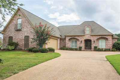 Ridgeland Single Family Home Contingent: 331 Wrenfield Way