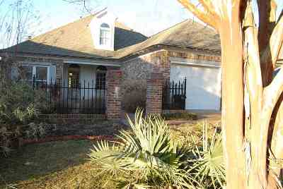 Madison Single Family Home For Sale: 103 Greens View Ct