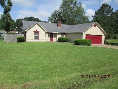 Carthage Single Family Home Contingent: 109 Wiley Dr