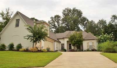 Madison Single Family Home For Sale: 103 Huckleberry Ln