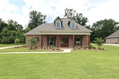 Madison Single Family Home For Sale: 109 Carrington Dr