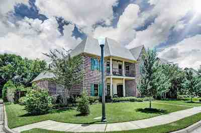 Madison Single Family Home For Sale: 116 Charlestowne Sq