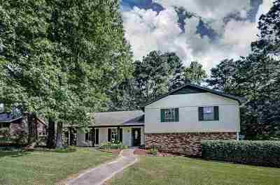 Clinton Single Family Home For Sale: 400 Trailwood Dr