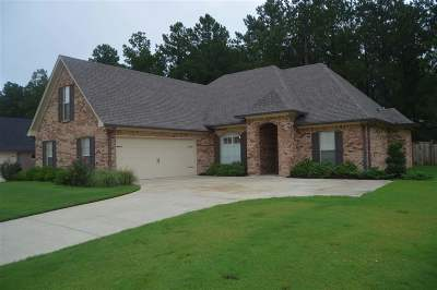 Madison Single Family Home For Sale: 120 Buckhead Dr