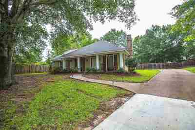 Madison Single Family Home For Sale: 820 Strawberry Pointe