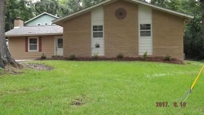 Brandon Single Family Home For Sale: 107 Martha Ln