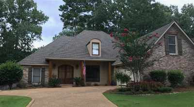 Madison Single Family Home For Sale: 115 Silvertree Crossing