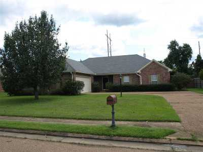 Clinton Single Family Home Contingent: 400 Kirkwood Dr