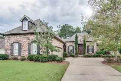 Madison Single Family Home For Sale: 120 Glenwood Bend