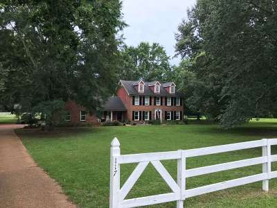 Madison Single Family Home For Sale: 117 Quail Run Dr