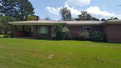 Scott County Single Family Home Contingent: 9950 Clifton Rd