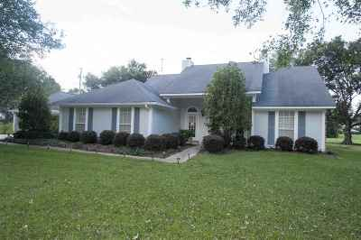 Jackson Single Family Home Contingent: 136 Carpenter Dr