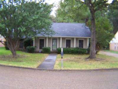 Ridgeland Single Family Home Contingent: 600 Bryceland Blvd