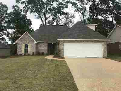 Pearl Single Family Home For Sale: 138 Beechwood Cir