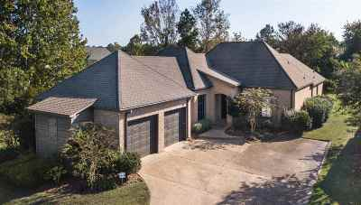 Madison Single Family Home For Sale: 407 Belle Pointe Ln