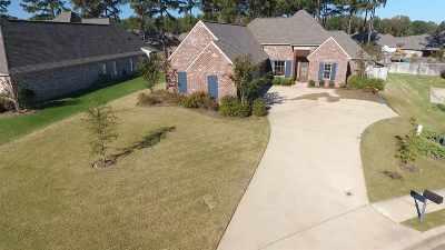 Madison Single Family Home For Sale: 121 Grayhawk Cv