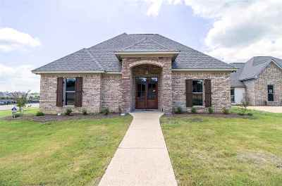 Brandon Single Family Home For Sale: 601 Emerald Ct