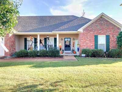 Clinton Single Family Home For Sale: 402 Kirkwood Dr