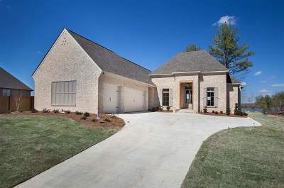 Madison Single Family Home For Sale: 104 Camden Lake Cir