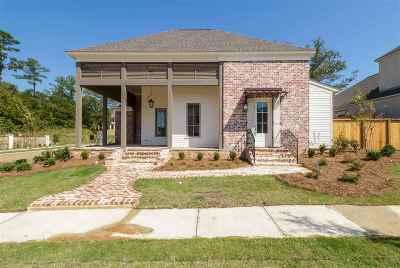 Madison Single Family Home For Sale: 104 Azalea St