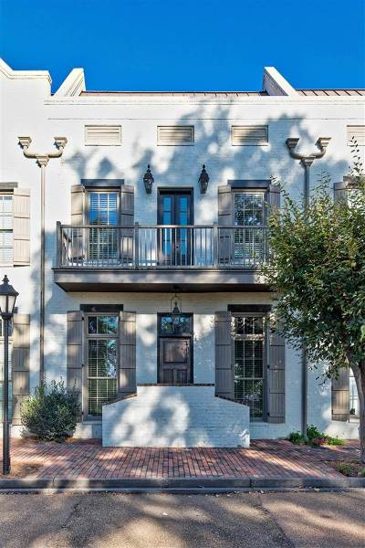 Madison Townhouse For Sale: 220 North Natchez Dr