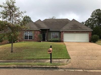 Clinton Single Family Home For Sale: 145 Rockbridge Cir