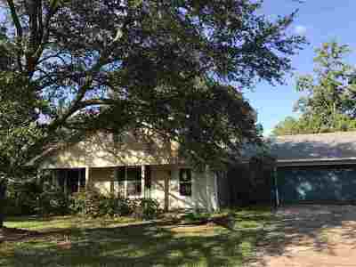 Ridgeland Single Family Home Contingent: 709 McCormack Ct