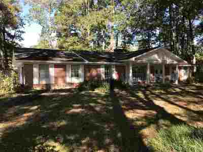 Scott County Single Family Home For Sale: 1402 E Third St