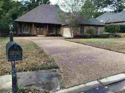 Canton Single Family Home For Sale: 137 Bear Creek Cir